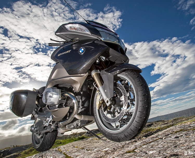 BMW R1200RT z oponami Pilot Road 4