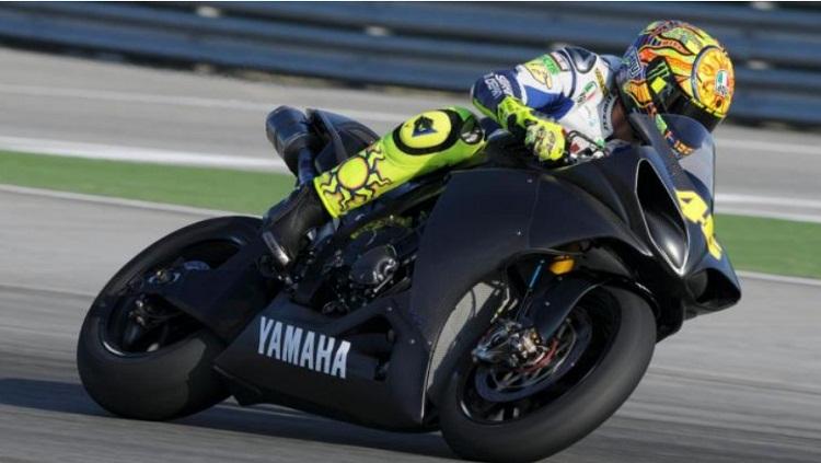 Rossi testuje R1 2015