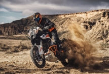 KTM pokazało swój flagowy model Super Adventure 1290 na 2021 rok!